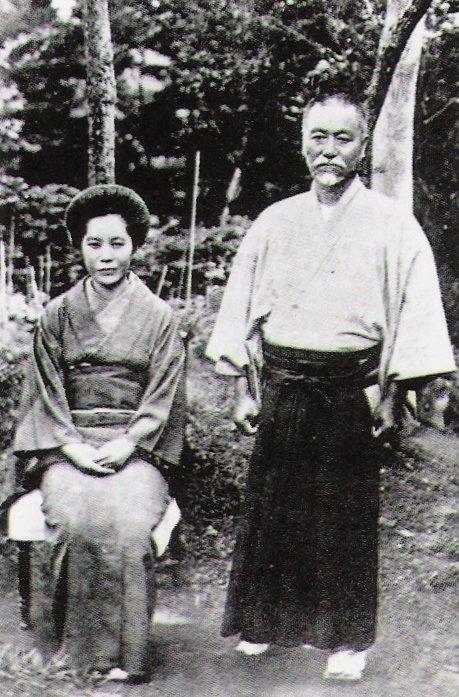 東郷平八郎と妻・テツ(1913年)